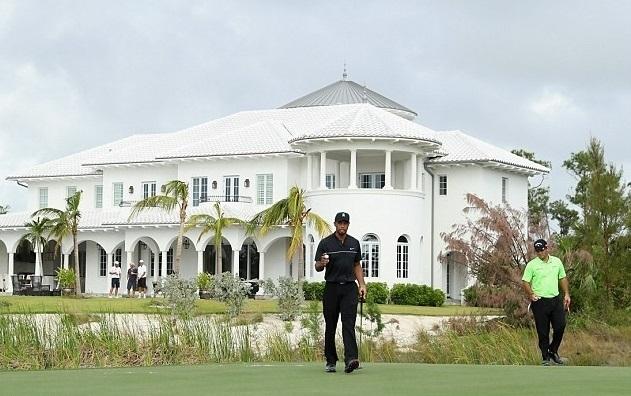 Тайгер Вудс вернулся в гольф после двух операций