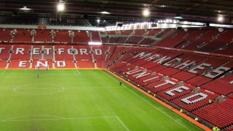 Известный футбольный клуб на грани закрытия! Пожар на стадионе Манчестер Юнайтед!