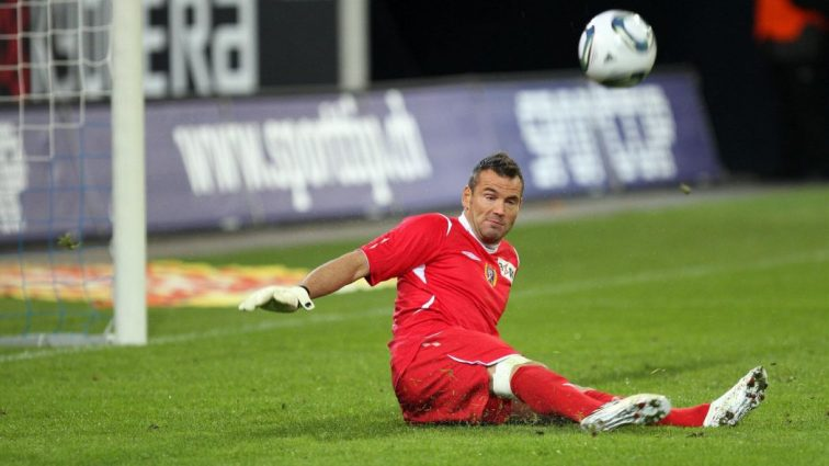 Английский вратарь отразил два пенальти за 30 секунд (ВИДЕО)
