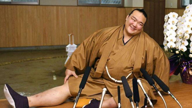 Сквозь тернии к звездам: японец впервые за 19 лет выиграл турнир по сумо