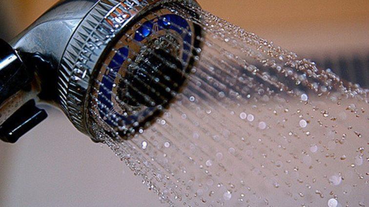 Душ может быть вредным! Врачи советуют мыться реже и вот почему!