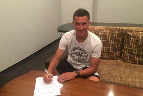 Украинец разорвал контракт с иностранным клубом