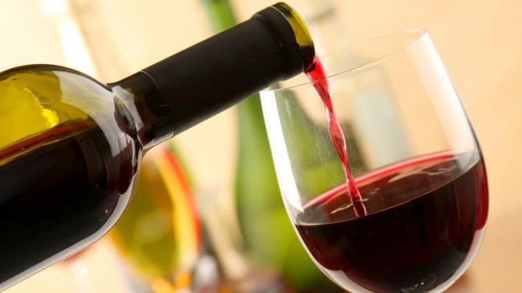 Даже бы не подумали: красное вино может спасти вас от серьезной болезни