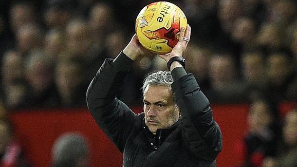 Моуринью приказал освободить всех мальчиков, которые подают мячи на стадионе «Манчестер Юнайтед»