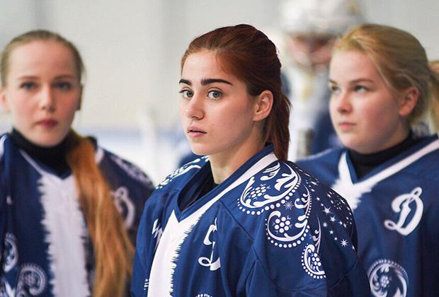 «От скуки»: российская хоккеистка сделала откровенное признание о лесбиянках в спорте
