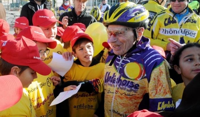 105-летний велосипедист установил мировой рекорд