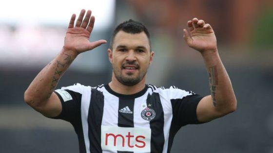 Именитый нападающий покинул сербский клуб