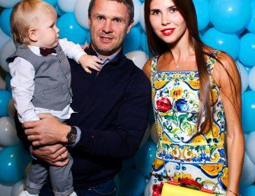 Красавица-жена известного футболиста Реброва щеголяет стройными ножками в горячей Испании (ФОТО)