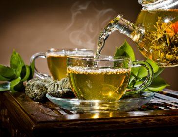 Об этом должен знать каждый, кто его употребляет: врачи предупредили украинцев, как необходимо пить чай
