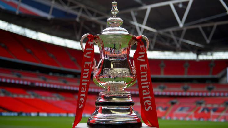 Голый фанат выбежал на поле и прервал матч Кубка Англии (Видео)