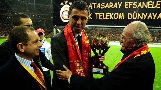 Знаменитого турецького нападника Шукюра позбавили членства в «Галатасараї»