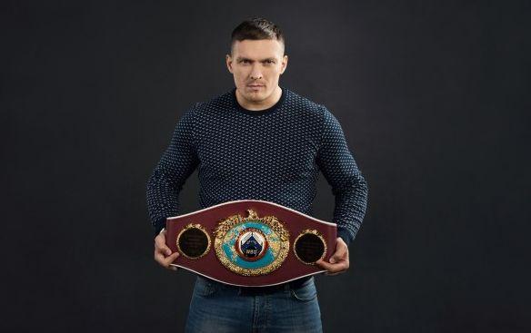 Усик предложил бой британскому боксеру