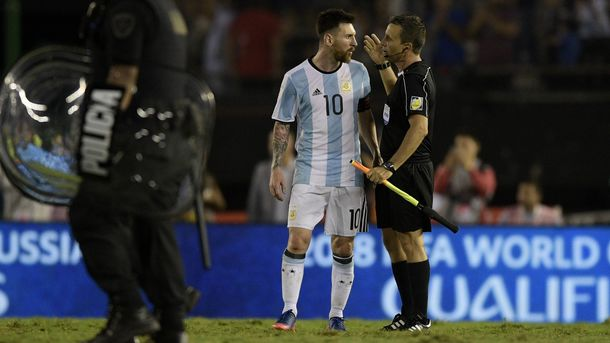 ФИФА может дисквалифицировать Месси за оскорбление арбитра