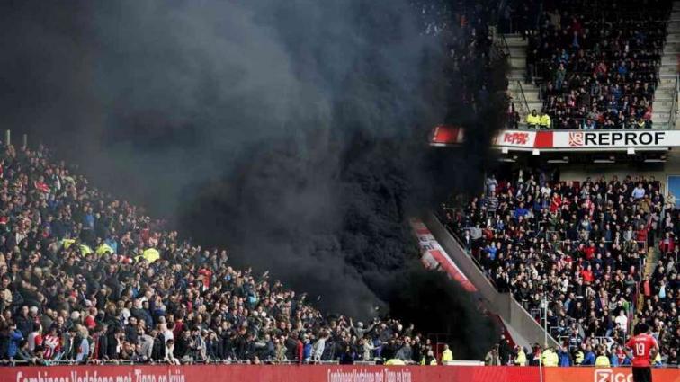 В Нидерландах стадион затянуло черным дымом: пострадали 15 человек