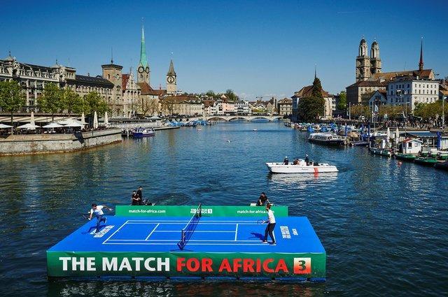 Ради детей Африки Федерер и Маррей сыграли на воде