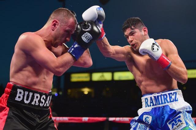 Украинец Бурсакак проиграл бой за титул чемпиона WBO Рамиресу