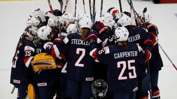 Женская сборная России разгромлена американскими хоккеистками на чемпионате мира