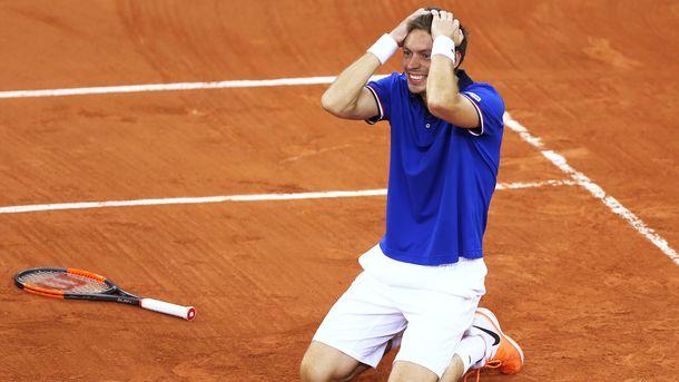 Теннисист совершил невероятный удар с трибун в матче Кубка Дэвиса