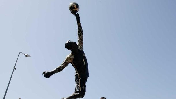 Вратарю сборной Португалии на родине установили памятник