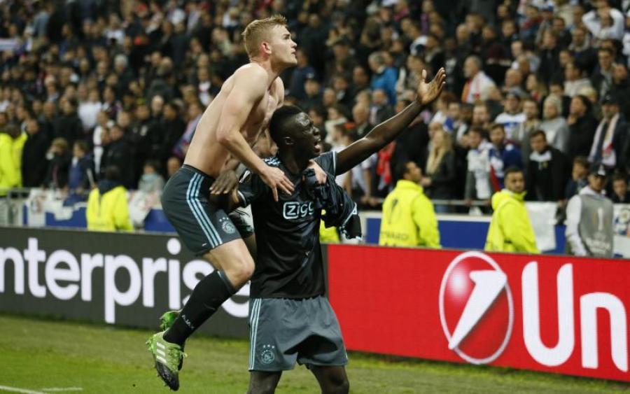 Лион победил Аякс, но не смог пройти в финал Лиги Европы