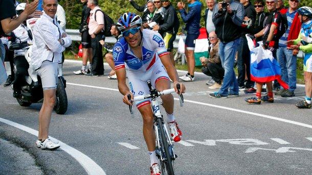 Предпоследний этап «Джиро» выиграл Тибо Пино