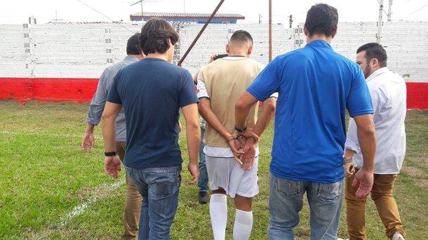 В Бразилии футболиста арестовали прямо во время матча