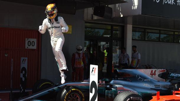 Гран-при Испании: борьбу тактик выиграл «Мерседес» и Льюис Хэмилтон