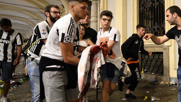 Фанаты «Ювентуса» пострадали в давке после взрывов петард