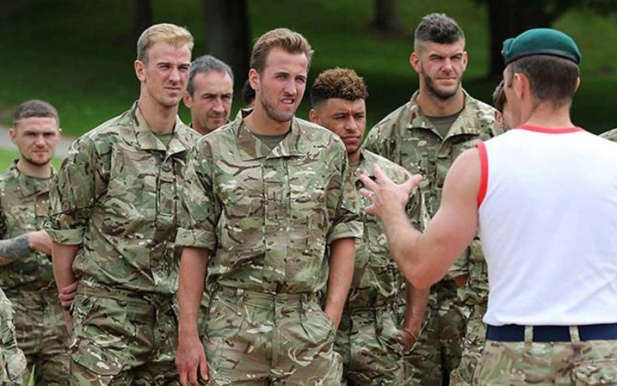 Теперь ты в армии: Сборная Англии провела тренировку с морскими пехотинцами