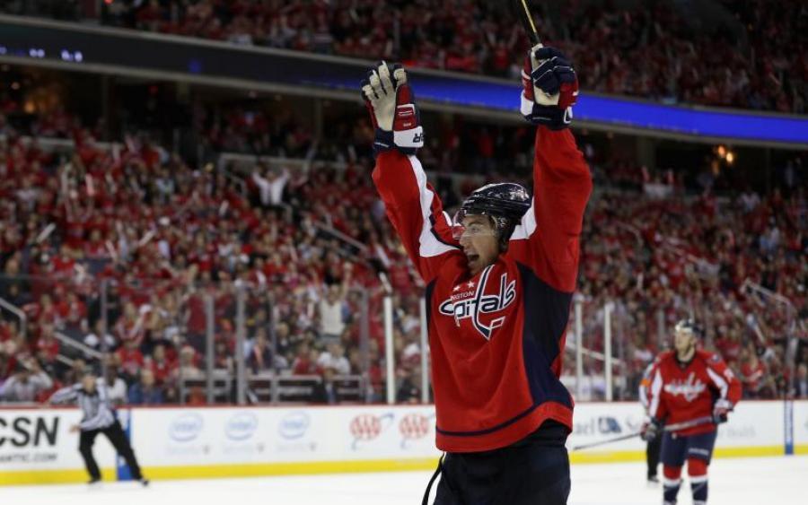 НХЛ Вашингтон переподписал контракт с одним из своих лидеров