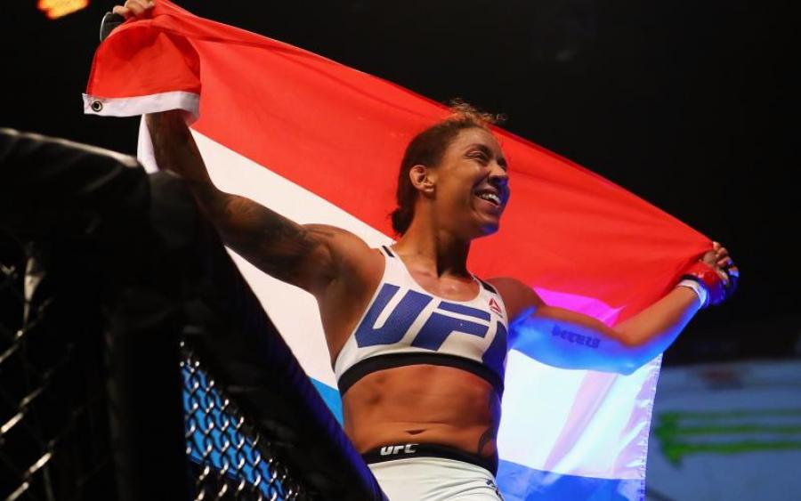 Чемпионку UFC лишили титула