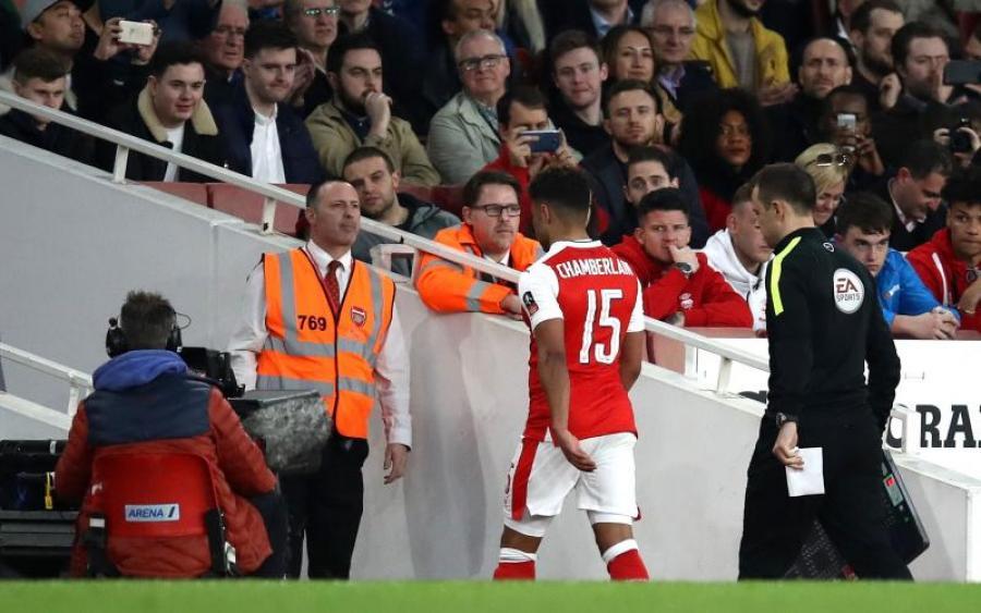 Арсенал хочет избавиться от английского полузащитника