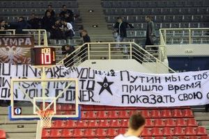 Украинские фанаты избили греческих болельщиков за поддержку Путина