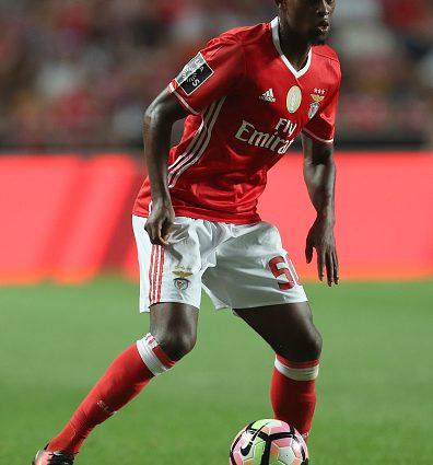 Барселона планирует приобрести португальского защитника
