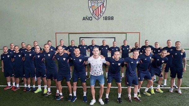 Футболисты «Атлетика» обрили головы в поддержку больного раком партнера по команде