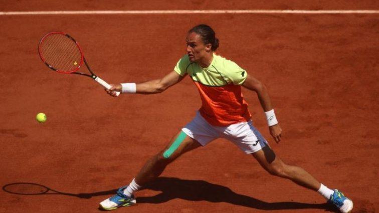 Лучший украинский теннисист остановился на старте турнира в Швейцарии
