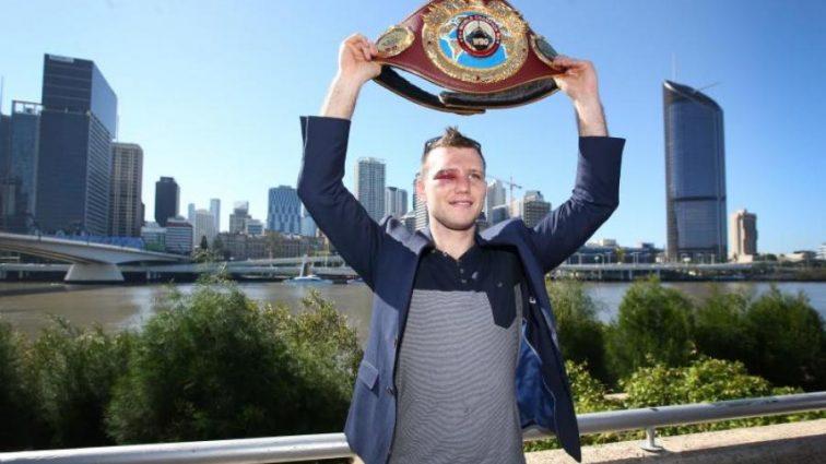Назван лучший боксер мира в среднем весе