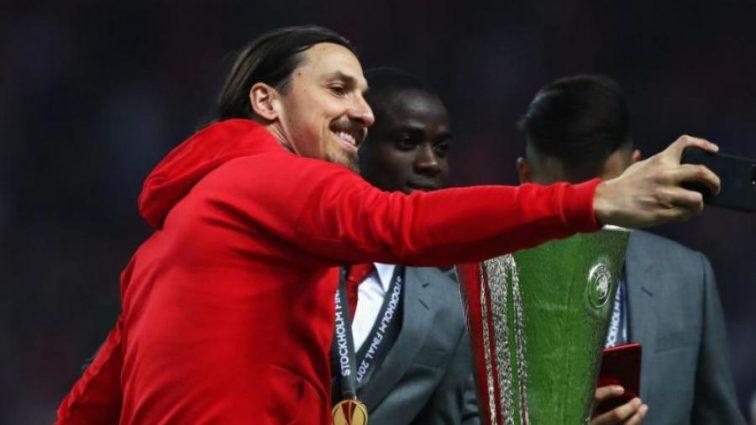 Известный футболист вернулся в Манчестер Юнайтед
