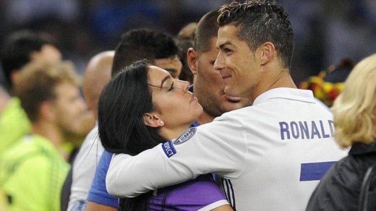 Родители девушки Роналду отказались от нее из-за отношений с футболистом