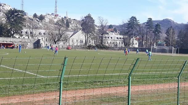 В Черногории неизвестный выстрелом в голову убил футболиста на тренировке