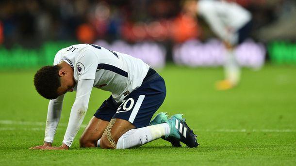 Игрок сборной Англии дисквалифицирован за неприличный жест партнеру