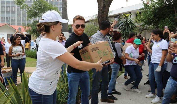 Альварес помог жертвам землетрясения в Мексике