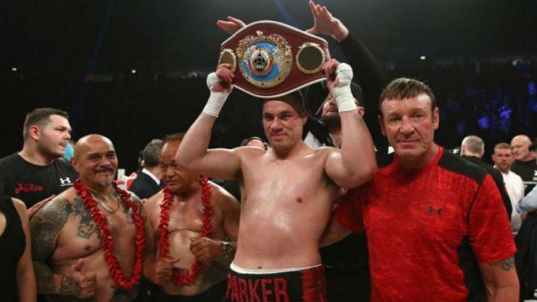 Паркер победил Фьюри и защитил свой титул