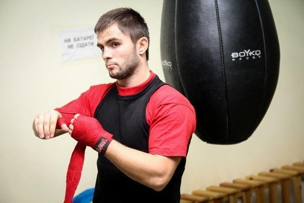 Украинский боксер успешно дебютировал на профессиональном ринге