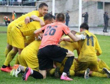 Фанаты украинского клуба забросали футболистов соперника круассанами
