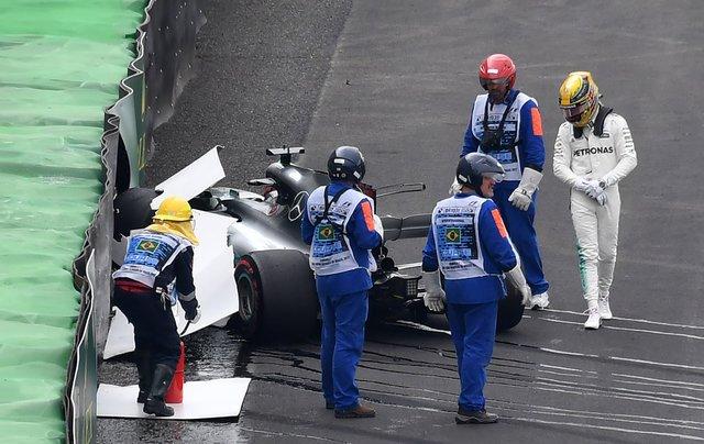 Хэмилтон в первой же гонке после завоевания титула угодил в аварию