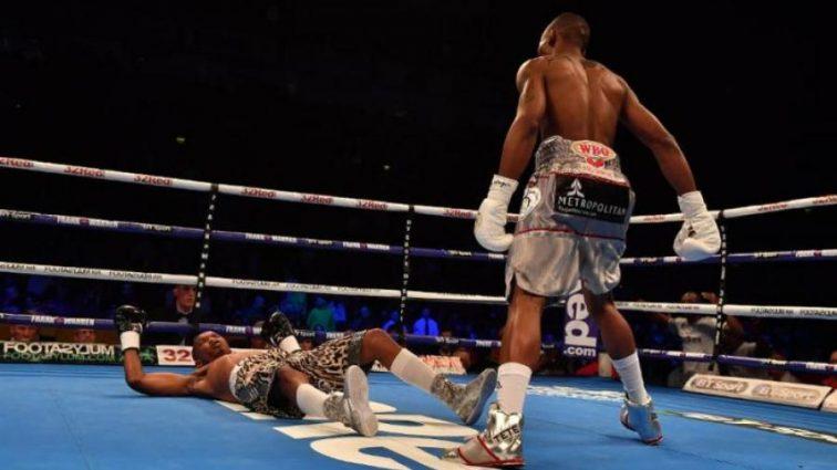 Африканский боксер вошел в историю, нокаутировав соперника за 11 секунд