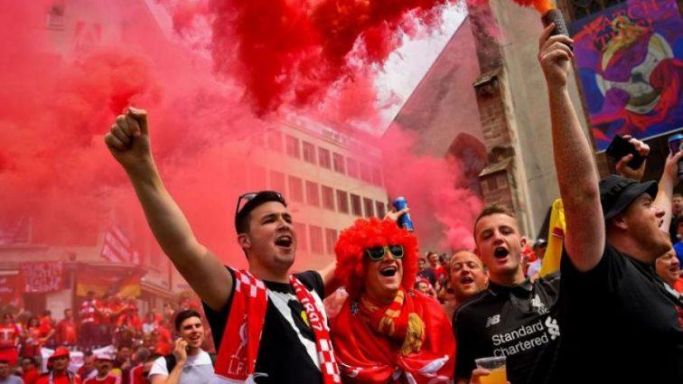 Слепой фанат Ливерпуля пожаловался на испанскую полицию из-за отобранной трости
