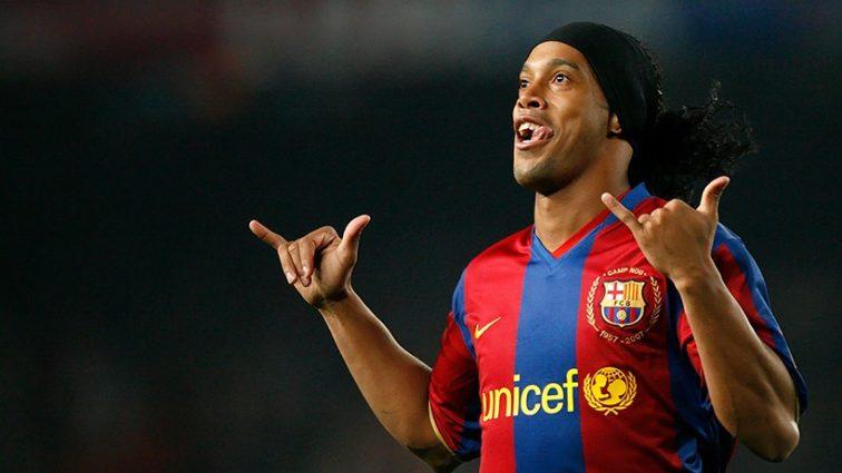 Роналдиньо забил гол ударом с 60 метров