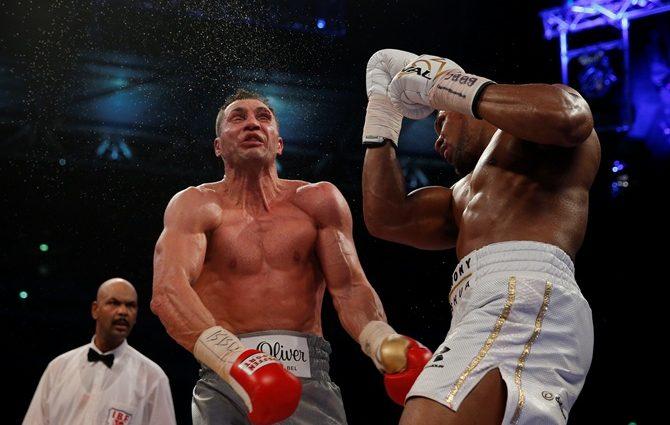Апперкот в поединке Кличко — Джошуа признан лучшим ударом 2017 года по версии HBO